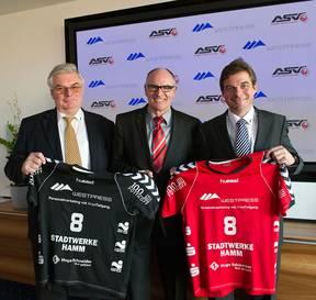 Manfred Hagedorn, Franz Dressel und Christian Hagedorn (von links) präsentieren...