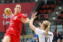 Laura Steinbach im Trikot von Bayer Leverkusen