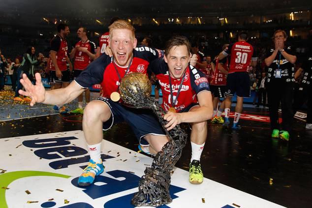 Jim Gottfridsson (links) mit Hampus Wanne (beide SG Flensburg-Handewitt)